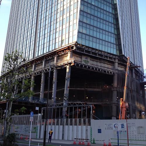 愛宕神社すぐ近くに建築中の高層ビル by haruhiko_iyota