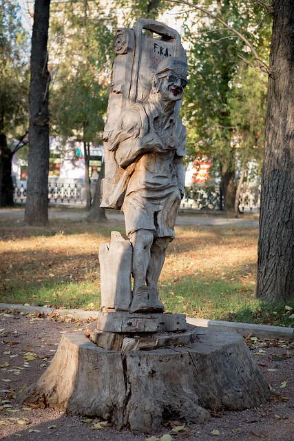 Деревянные скульптуры в Симферополе - турист