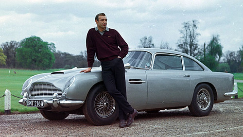 Aston Martin DB5: El Lujoso Auto de James Bond en Goldfinger