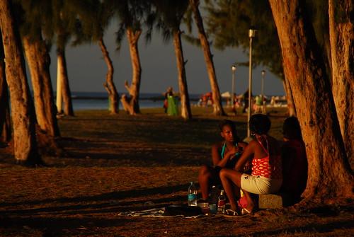 trees girls sunset beach evening women playa mauritius flicenflac plage ilemaurice johnniewalkerredlabel sooc