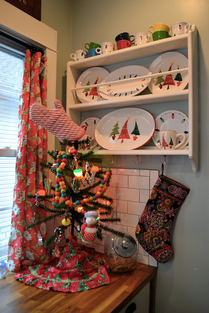 A Cute Little Kitchen Christmas Tree NewlyWoodwards