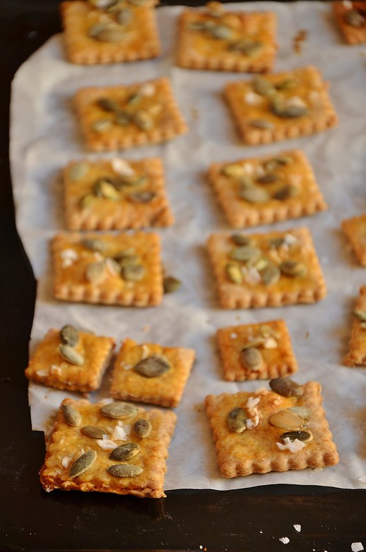 Crackers di farro ai semi di zucca
