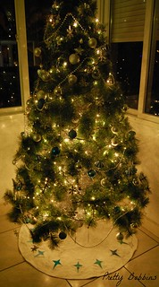 tree skirt with lights