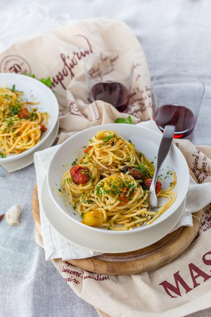 Spaghetti Aglio E Olio With Slow Roasted Tomatoes Juls Kitchen