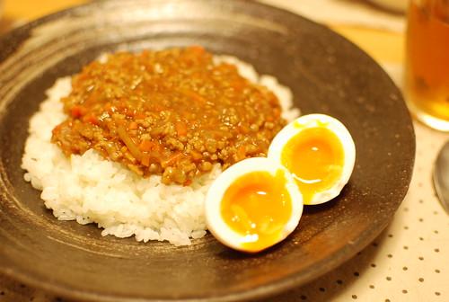 ドライカレーと半熟卵