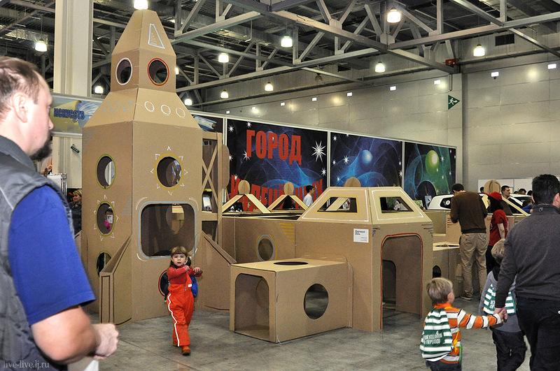 Cardboard spaceport_003