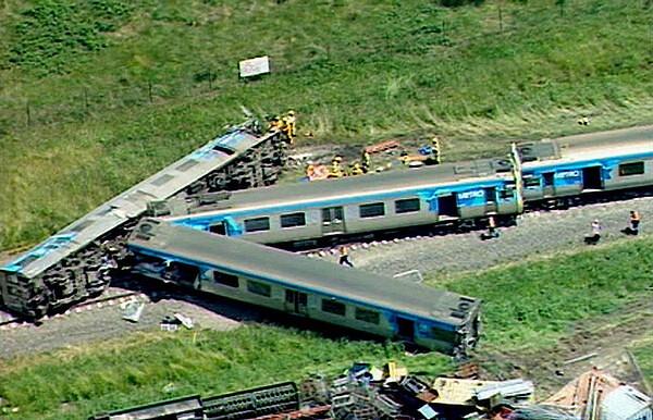 Dandenong South crash scene (pic by Channel 7, via The Age)