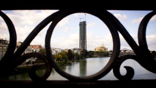 Torre Pelli desde puente de Triana by alexwing2000