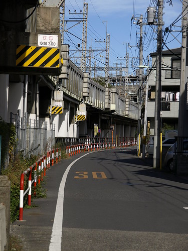 高架下の道(中浦和)