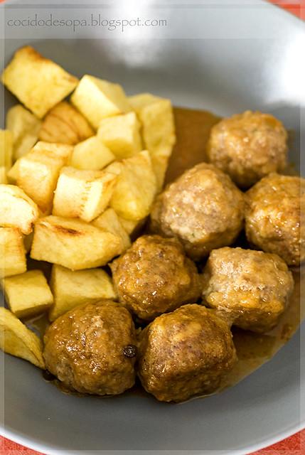 Albóndigas de carne en salsa_2