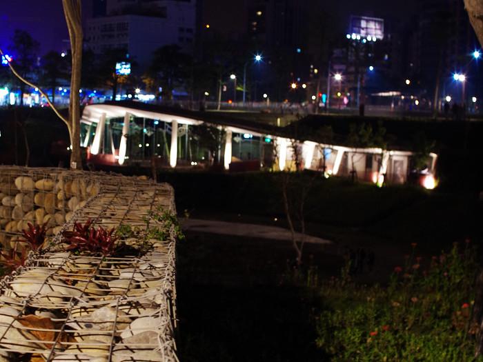夜間秋紅谷