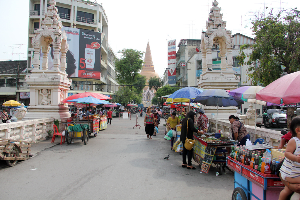 Just outside Wat Phra Pathom Chedi, there's more delicious street food