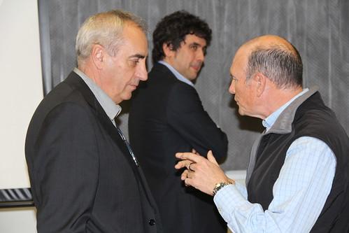 Iosu Zabala (rector de MU) junto a Juan José Ibarretxe, antes del comienzo de la conferencia.