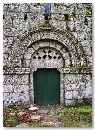 Portal românico do mosteiro de Pitões das Júnias by VRfoto