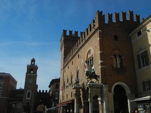 DSCN3700 _ Marchese Niccolo III d'Este outside the entrance arch - the Volto del Cavallo to Palazzo Municipale, Ferrara, 17 October