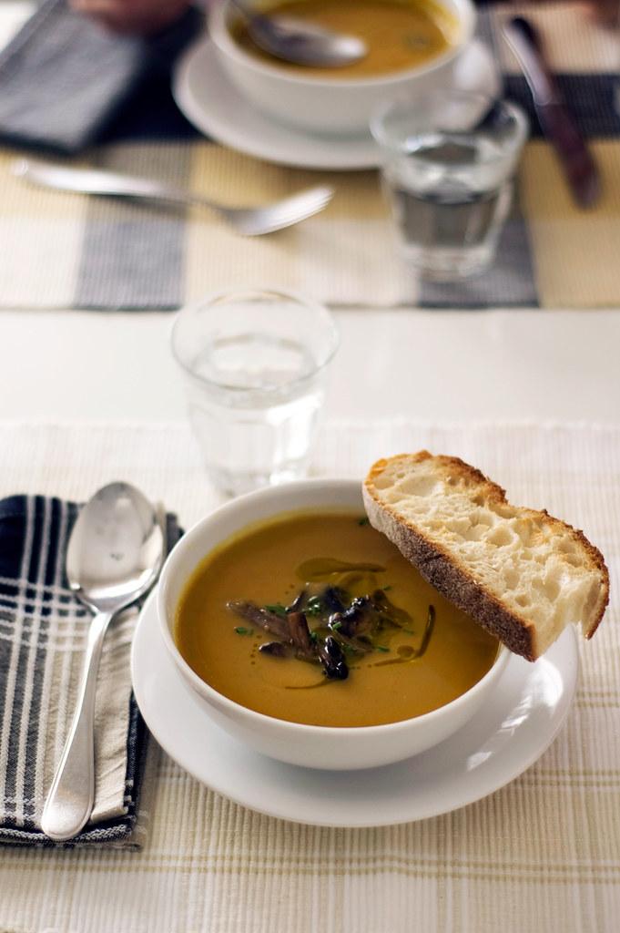 Sopa de castanhas e abóbora assada