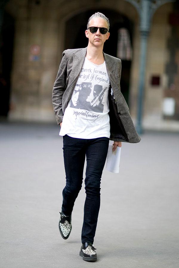 グレーテーラードジャケット×白Tシャツ×黒スキニーパンツ×コンビモンクストラップクリッパーシューズ