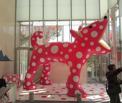 館内の犬・・・「草間彌生」展 by Poran111