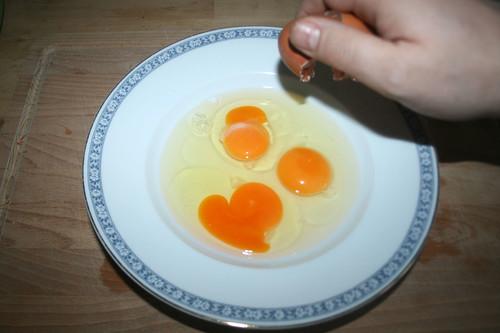 20 - Eier aufschlagen / Open eggs