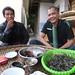 M.Wang fumant la pipe de bambou chez les Youle