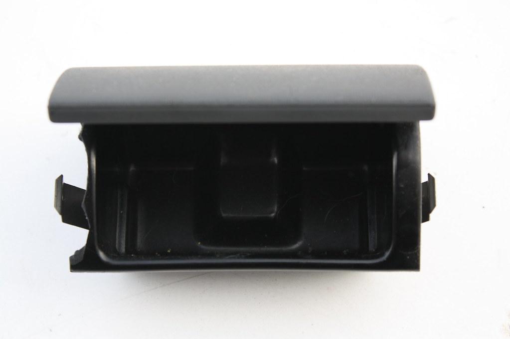 ascher aschenbecher hinten 8l0857961 dunkel grau audi a3. Black Bedroom Furniture Sets. Home Design Ideas