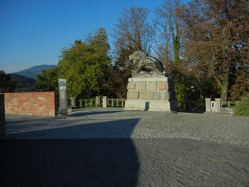 DSCN8905 _ Lion: Major-Hackher-Denkmal, Bastion of Schloßberg, Graz, 8 October