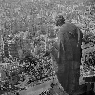 Las consecuencias de un bombardeo indiscriminado (Dresde 1945)