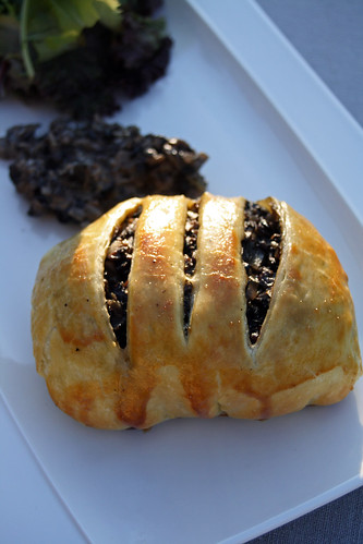 8239982857 20eca1cd52 Mini Beef Wellington, sauce aux champignons