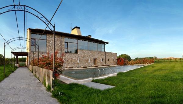 Hotel rural Kinédomus Bienestar, en Fresnedillo de las Dueñas (Burgos)