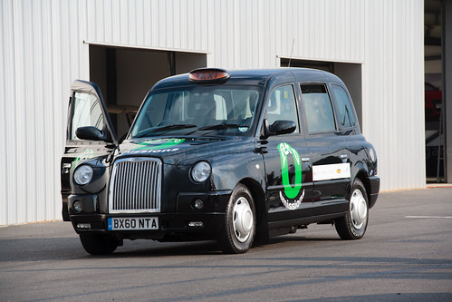 zero-emission taxi in London (by: Martyn @ Negaro, creative commons)