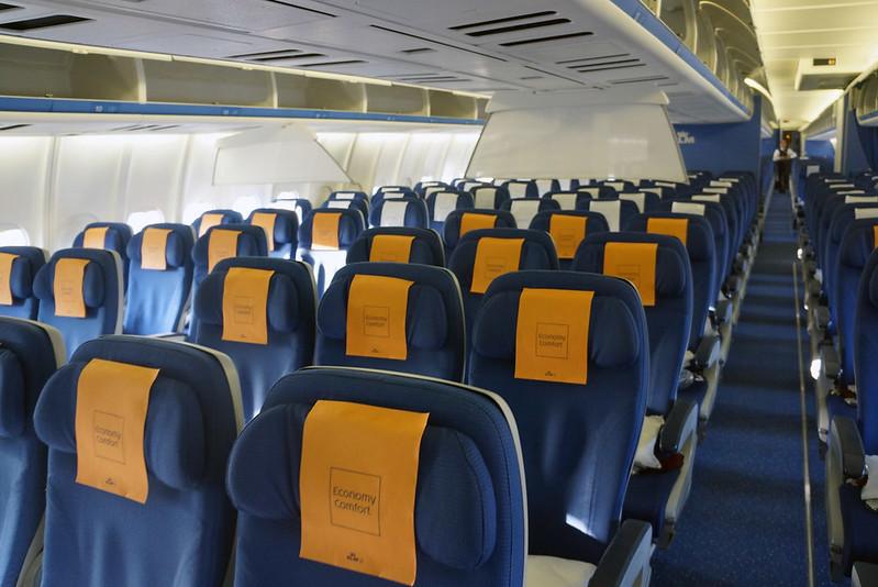 KLM MD11 ECONOMY COMFORT CLASS-3