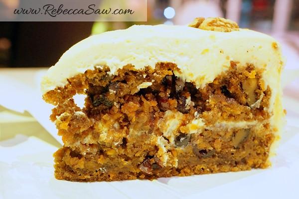 carrot cake swich cafe publika