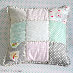 Frill edge patchwork cushion tutorial