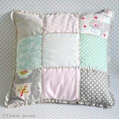 Frill edge patchwork cushion tutorial