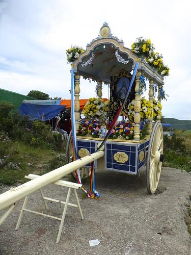Romeria in Pruna: decorated cart at church