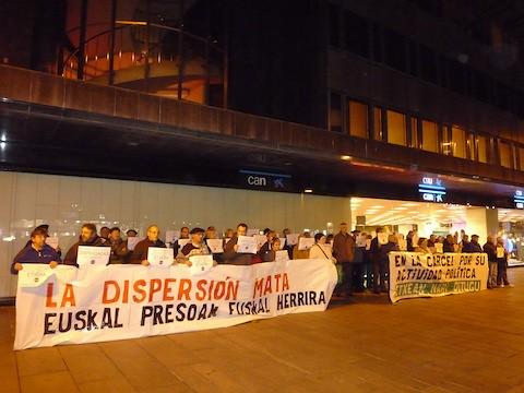 Concentración ante el PP en favor de los derechos de los y las presas y contra la represión