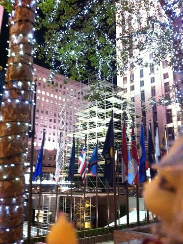 SuperviZ'nZ Da Rockefeller Tree Decorate'nZ - I Be's Da OfficialMosT Blingie Expert by DollZWize