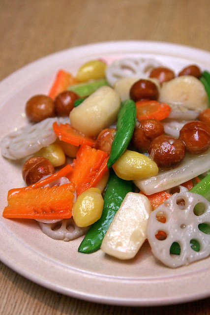 Stir-fried Lotus Roots with Macadamia Nuts