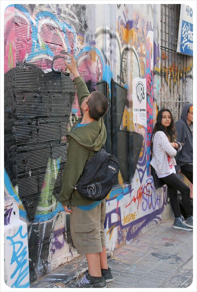 buenos aires street art sprayer