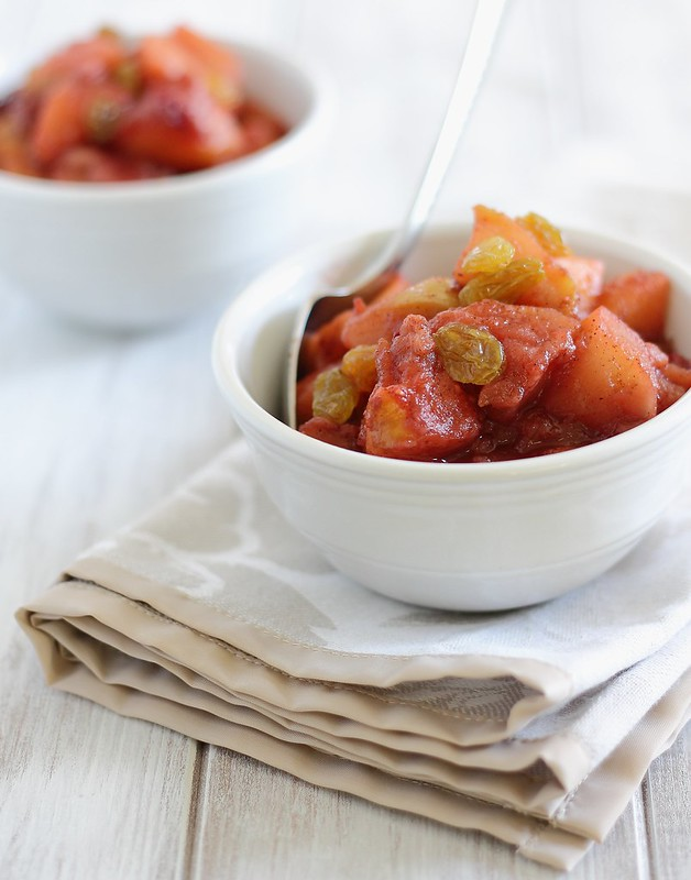 Easy apple sauce with pears and cranberries
