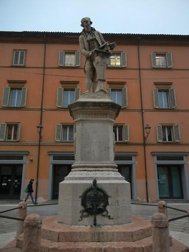 DSCN4378 _ Piazza Luigi Galvani, Bologna, 18 October