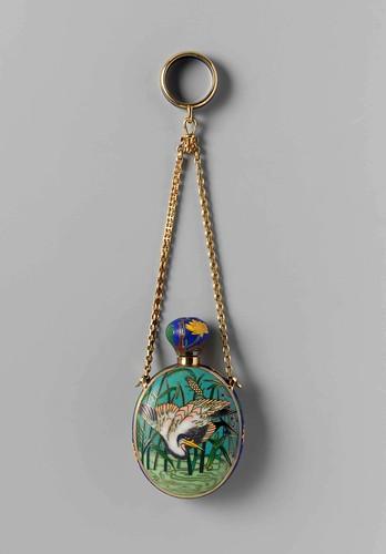 004-Botella para perfume con una representación esmaltada de una grulla en un árbol en flor, Maison Falize 1867- Rijksmuseum