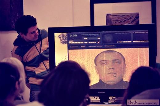 Дрэва энталіпт «вырасла» ў галерэі «Ў». Сяргей Балахонаў прамаўляе з экрана