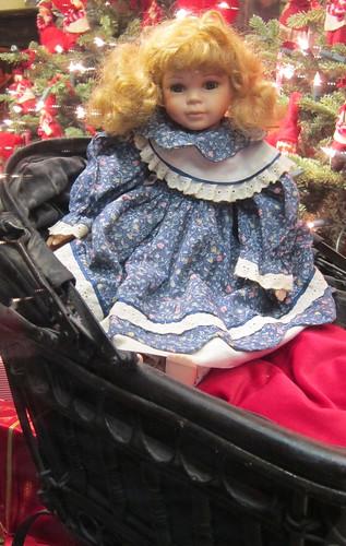 Sinimekkoinen nukke by Anna Amnell