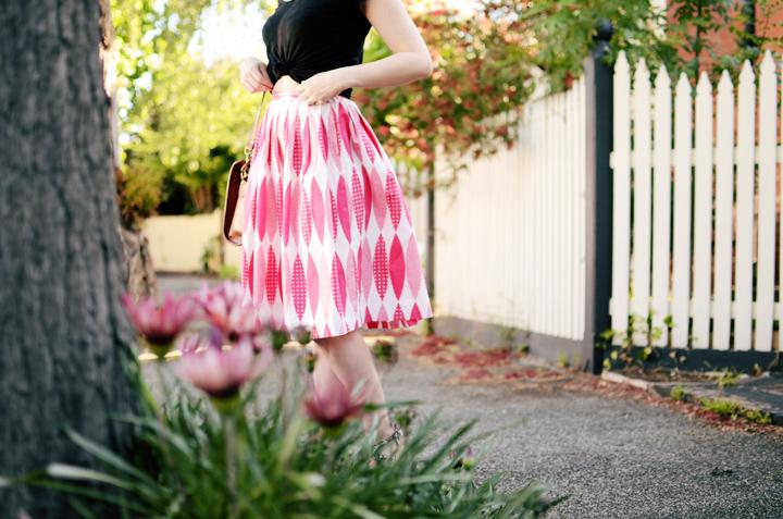pink vintage skirt black b