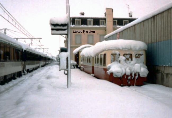 neige épaisse et lourde en gare de Bourg-en-Bresse après la tourmente de décembre 1990 météopassion