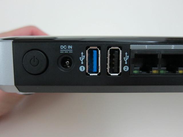 WD My Net N900 Router - Power Button, Power Socket, 1x USB 3.0 Port, 1x USB 2.0 Port