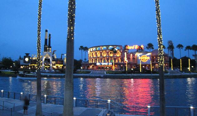 寧々さんinユニバーサル・スタジオ・フロリダ 最終回 マーベルショップとシティウォークの夜景