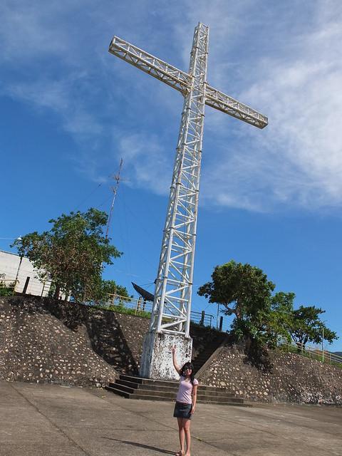 建在山頂的十字架是Coron的地標