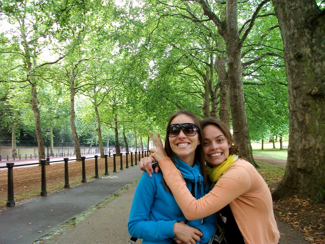 Travelling with sisters in London